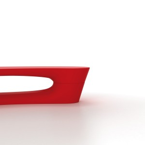 Boomerang bænk og plint i rød polyethylen.