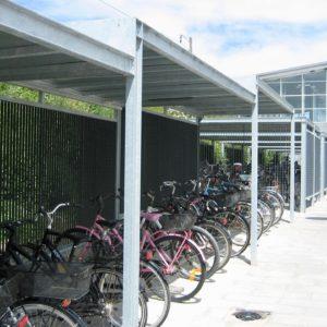 Keep cykeloverdækninger ved Ishøj Station.