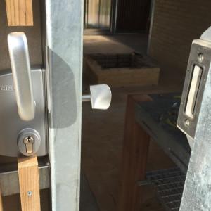 Sensing overdækning og huse, detalje med Locinox lås