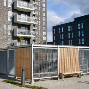 Keep cykeloverdækninger på Amager Strandpark med beklædning i gitterriste og Superwood. Sedum på tag.