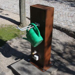 Vor Frelser Kirke, København. Vandstander med vandkandeholder, eludtræk og intern hane.
