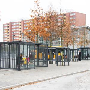 Ishøj Stationsforplads, venteskure ved busstoppested