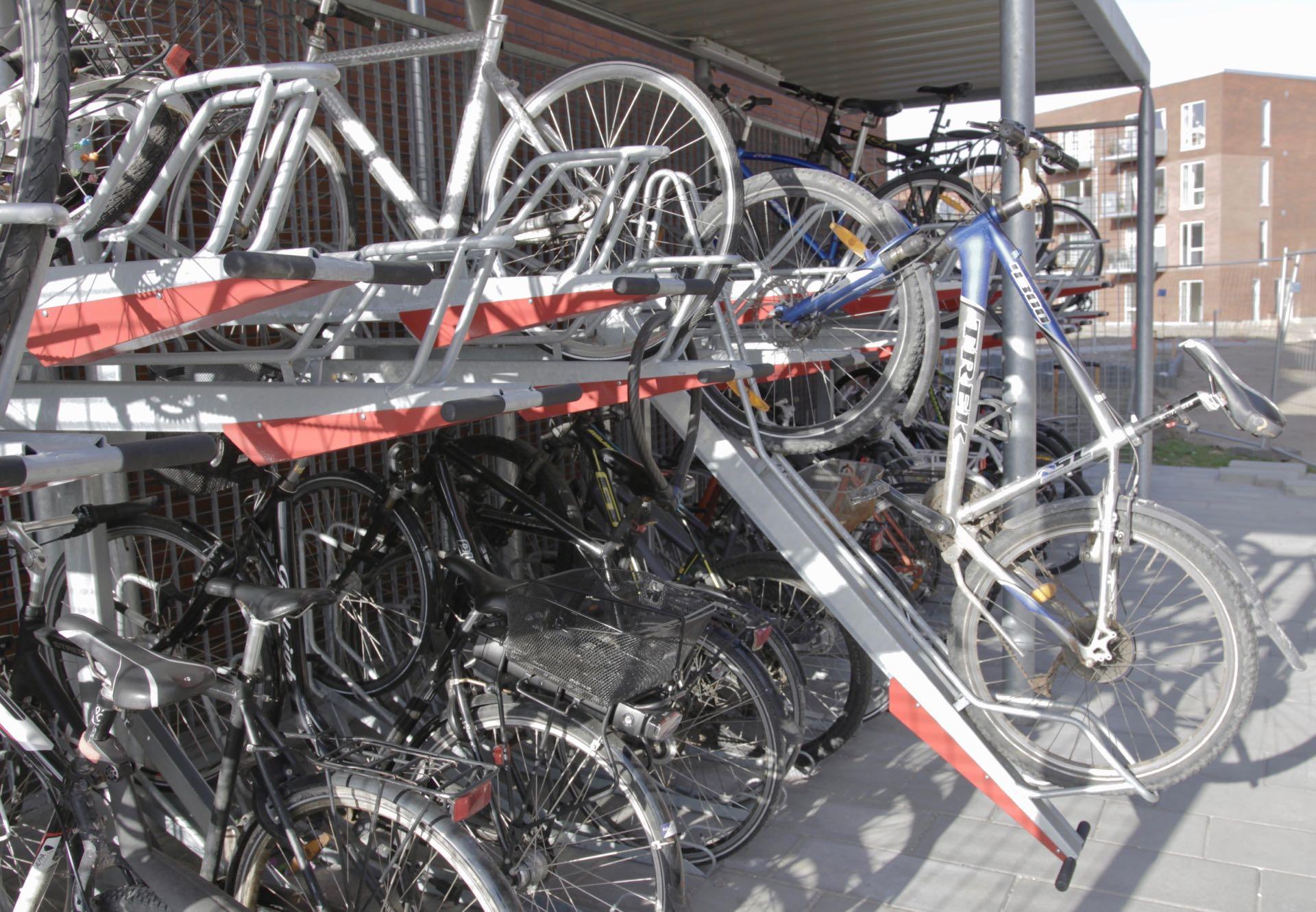 2ParkUp dobbelt cykelstativ under Y cykelskur