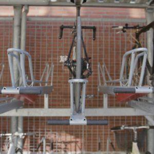 2ParkUp dobbelt cykelstativ med kontrol af forhjul og baghjul
